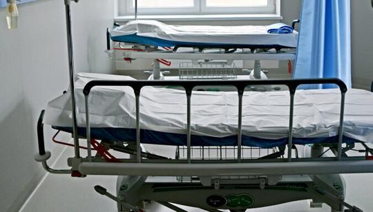Европейские страны явно недооценили масштабы эпидемии и теперь в срочном порядке строят больницы и мобильные госпитали для заболевших коронавирусом.