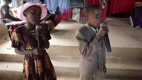 В нигерийской деревне Убанг, с населением чуть больше 10 тысяч человек - есть свой язык, уникальный разным лексиконом для мужчин и женщин.