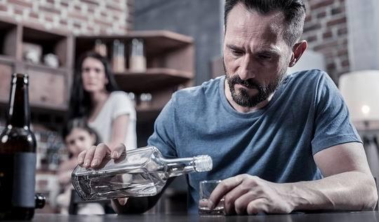 По итогам прошлого года алкоголь оказался единственной статьей расходов населения России, показавшей положительную динамику.