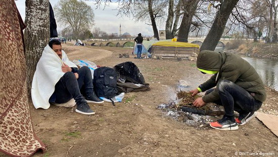 Международная организация по миграции и Управление верховного комиссара ООН по делам беженцев уже двумя днями ранее объявили о временном прекращении приема беженцев.