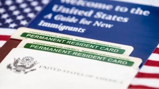 Служба гражданства и иммиграции (USCIS) полностью переписала свод федеральных правил, касающихся способов получения грин-карты (вида на жительство в США).