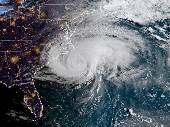 Пилоты облетали и преодолевали ураганы