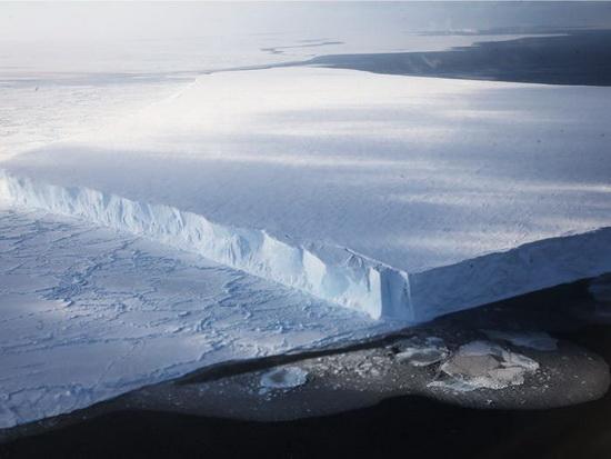 Пилоты НАСА видели айсберги прямоугольной формы
