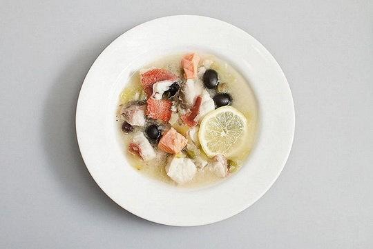 В исконно русских рыбных солянках всегда использовалось несколько видов рыбы, минимум два.