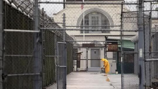 Тюрьмы в Калифорнии, Огайо, Техасе и еще как минимум в дюжине штатов США решили выпустить тысячи заключенных