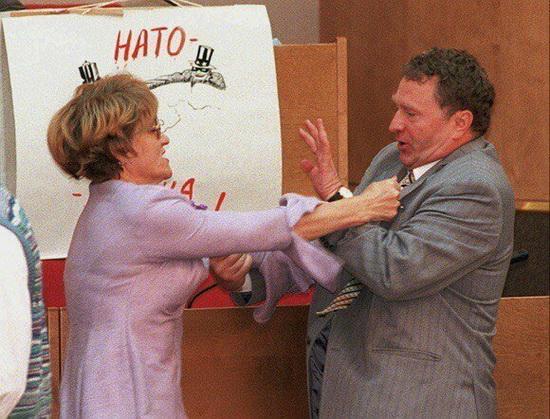 Ожесточенная схватка на заседании ГД между Владимиром Жириновским и Евгенией Тишковской, 1995 год
