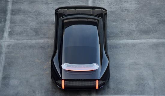 А еще Prophecy получил современный дизайн, в котором внешняя часть машины украшена мозаикой с подсветкой, управляемой бортовой системой.