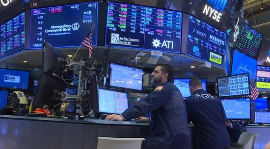 Предыдущее понижение ставки ощутимых результатов не принесло, да и в этот раз первая реакция на Уолл-стрит была смешанной.
