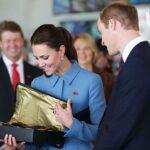 Медальон с гравировкой, серьги Дианы и часы на заказ: что дарил принц Уильям— Кейт Миддлтон