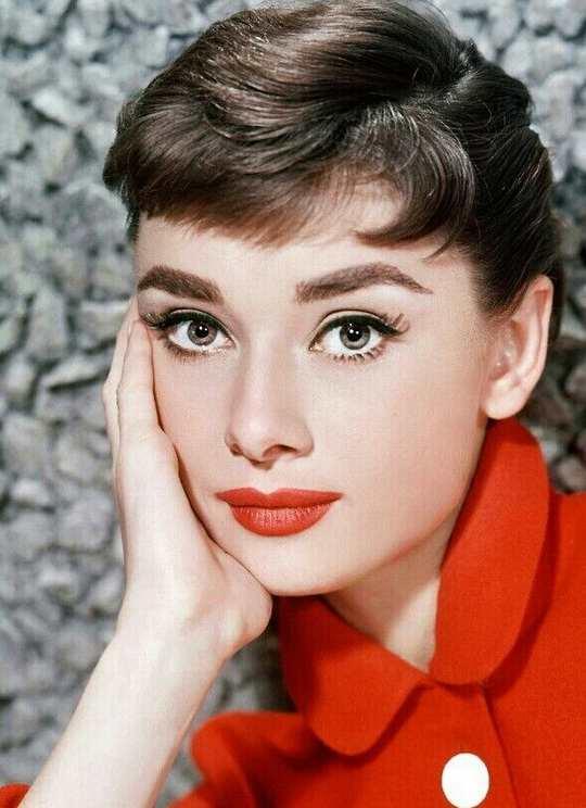 Одри Хепберн — знаменитая британская киноактриса, фотомодель, общественный деятель.