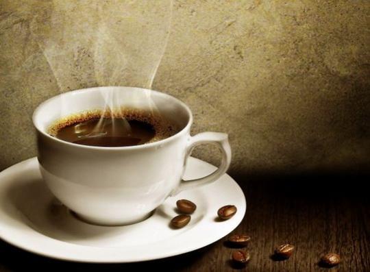 Пандемия Covid-19 создала угрозу возникновения дефицита кофе, пишет Bloomberg.