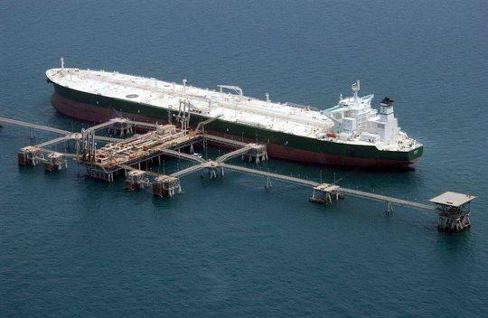 Армада из примерно 24 танкеров сосредоточилось напротив берегов Южной Калифорнии, не имея возможности для разгрузки