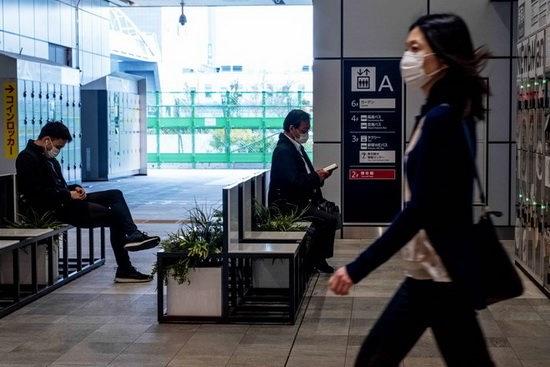 Абэ подчеркнул, что сами города закрывать не будут, но закроются рестораны, караоке, залы игровых автоматов, рекреационные зоны.
