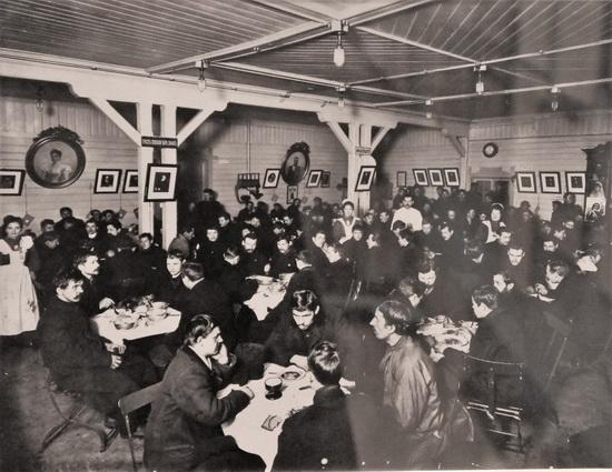 Дешевая столовая для рабочих при Василеостровском театре Городского попечительства о народной трезвости (1913)
