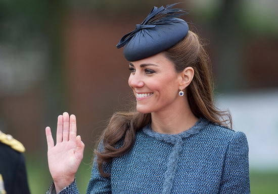 сапфировые серьги герцогини, которые она также получила в подарок от супруга вскоре после помолвки