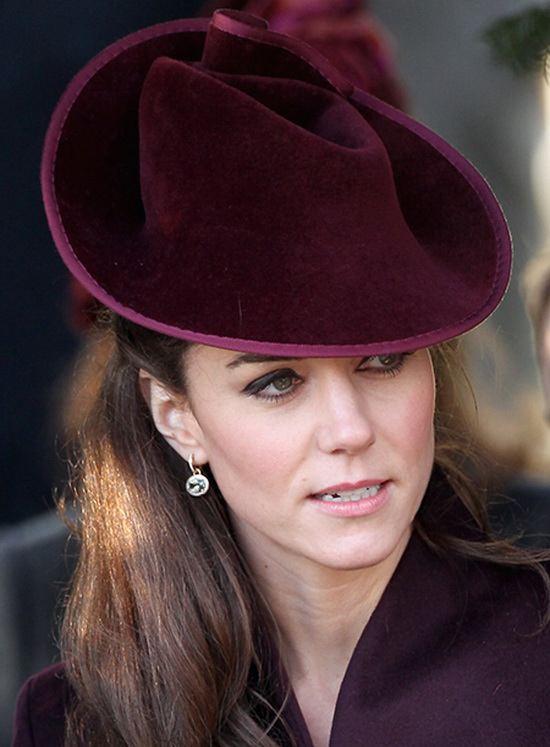 Уильям подарил ей серьги из 18-каратного золота с бриллиантами и зелеными аметистами от бренда Kiki McDonough