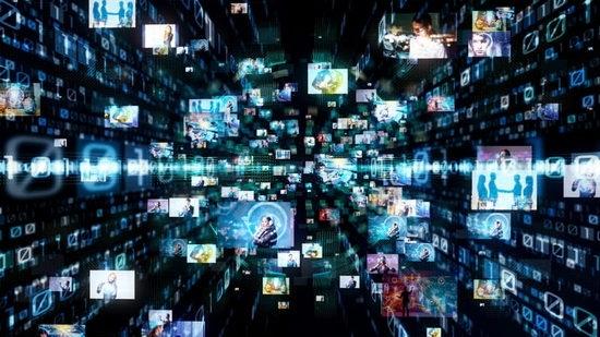 Ученые видят в технологии возможность ускорить выход из карантина, но эксперты по кибербезопасности предупреждают о беспрецедентном масштабе контроля властей за гражданами.