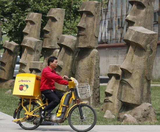 Реплики статуй Моаи