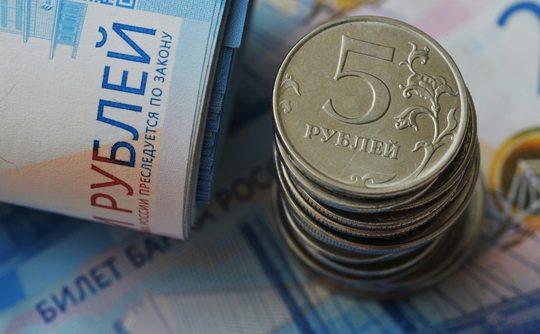 За последний год размер идеальной зарплаты, по мнению россиян, уменьшился с ₽66 тыс. до ₽59 тыс.