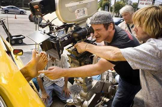 За кулисами съёмок порой происходят настоящие трагедии. Актёры и дублёры получают травмы и психические расстройства, и даже гибнут, когда слишком увлечённые съёмкой режиссёры забывают позаботиться о безопасности