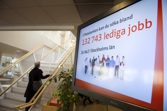 уровень безработицы в Швеции может подняться до 17% в случае, если отправленные в вынужденный отпуск сотрудники предприятий не вернутся к работе в ближайшее время.