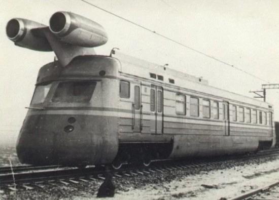 Одним из фантастических заданий стала разработка и строительство поезда, оснащенного реактивным двигателем с последующим его испытанием.