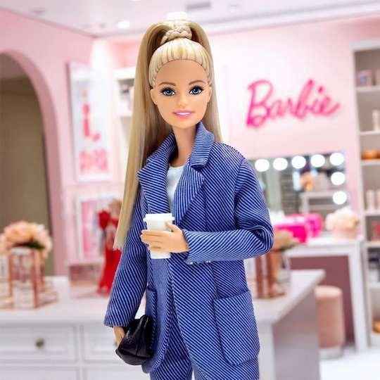 Все наверняка знают о популярной на весь мир девчачьей игрушке – кукле Барбаре, которая известна на всю планету как Барби.