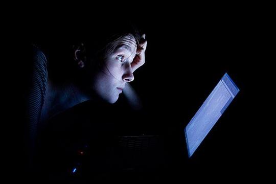 В режиме самоизоляции россияне стали больше времени проводить в интернете ночью.