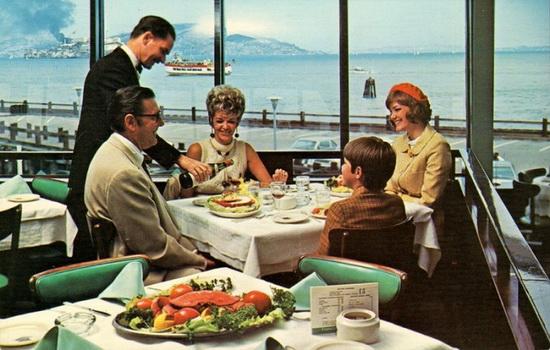 За границей советский турист не мог пойти в ресторан один