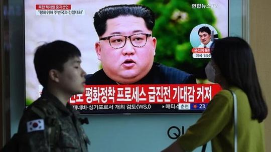 Северная Корея выполнила озвученную сестрой Ким Чен Ына угрозу и заявила о разрыве всех государственных связей с Южной Кореей