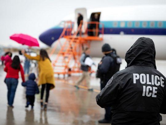 Верховный суд США в четверг заблокировал решение президента Дональда Трампа о прекращении программы защиты детей иммигрантов.