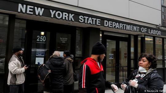В ситуации рекордной безработицы Дональд Трамп остановил выдачу американских рабочих виз нескольких типов до конца года