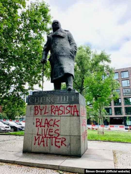 Памятники политикам, торговцам и меценатам, которые ассоциируются с историей рабства и колониализма, стали основной мишенью протестов движения Black Lives Matter по всему миру