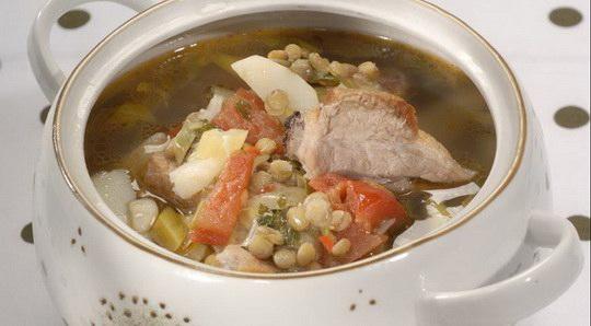 Возможно, не очень яркий на вид, но очень яркий по вкусу и ароматный суп.