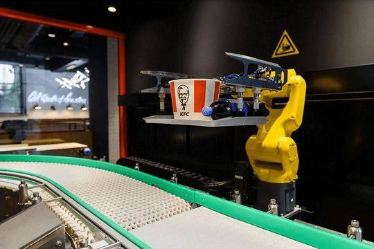 KFC откроет в Москве свой первый цифровой ресторан с бесконтактной отплатой и роборукой для выдачи заказов, говорится в сообщении компании.