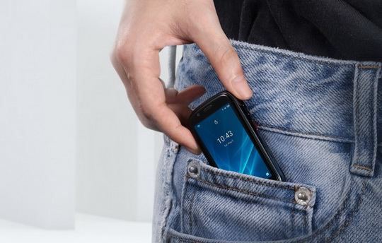 Компания Unihertz, регулярно выпускающая очень странные смартфоны, представила второе поколение ультракомпактного смартфона Jelly.