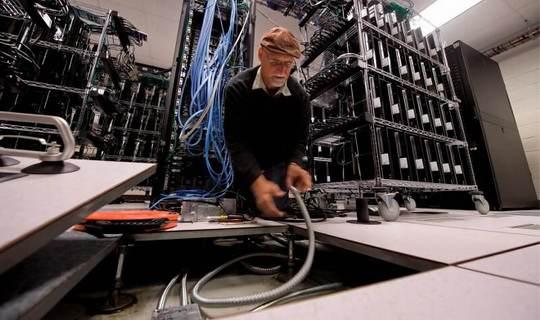Инженер сфизического факультета Дартмутского университета штата Массачусетс Гаурав Ханна ещев2010-хгодах построил личный суперкомпьютер набазе 200консолей PlayStation 3
