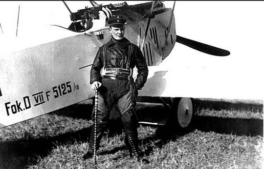 После подписания в июне 1919 года Версальского договора, Германия лишилась возможности иметь регулярную армию, в том числе развивать авиацию