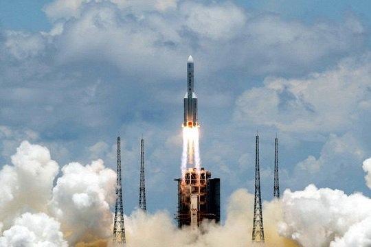 """Тяжелая ракета-носитель """"Чанчжэн-5"""" (CZ-5) в четверг стартовала с первой китайской миссией по исследованию Марса """"Тяньвэнь-1"""", сообщил телеканал CCTV."""