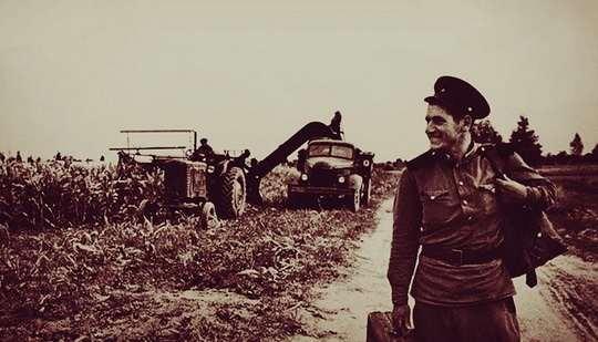 После капитуляции Берлина Красная армия привезла из оккупированной Германии массу трофеев: от автомобилей с бронетехникой до картинных полотен с золотыми диадемами.