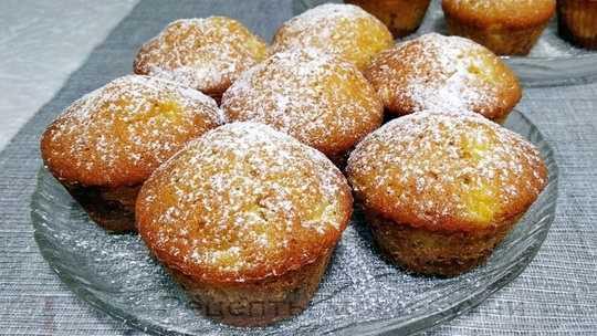Очень вкусные и несложные в приготовлении кексы с персиком. Всем понравятся!