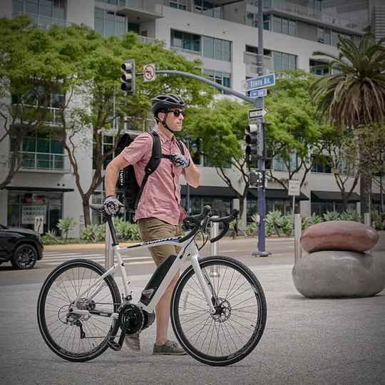 Компания Yamaha в 1993-м стала первой, кто начал серийно выпускать велосипеды с электроприводом.
