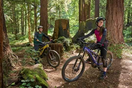 В свое время инженеры компании Yamaha, первыми, еще в 1993 году, предложили устанавливать на велосипеды электрический двигатель