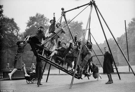 Возможно, вы об этом даже не задумывались, но детские игровые площадки появились относительно недавно.