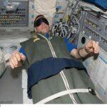 Как спят космонавты в космосе?
