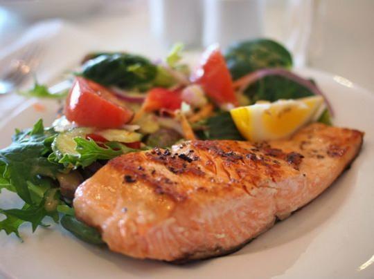 Рыба — любимый продукт приверженцев здорового питания, ведь в ней так много витаминов и полезных веществ.
