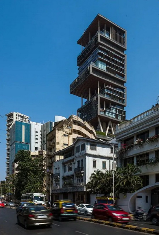 Башня «Антилия» – самый большой и дорогой жилой дом мира (Бомбей, Индия).