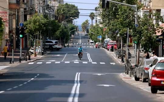 С 25 сентября в Израиле ужесточаются ограничения из-за пандемии, передает израильское радио «Кан».