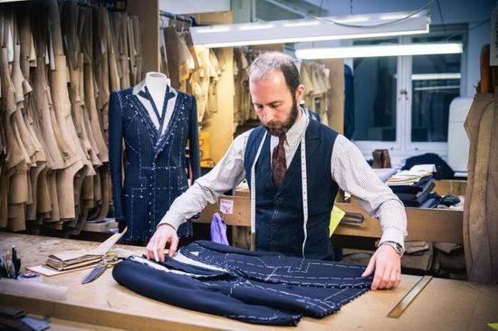 Чем дороже пиджак, тем гарантированно сложнее будет его конструкция.