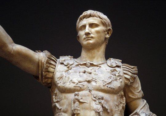Эта традиция пошла из Древнего Рима